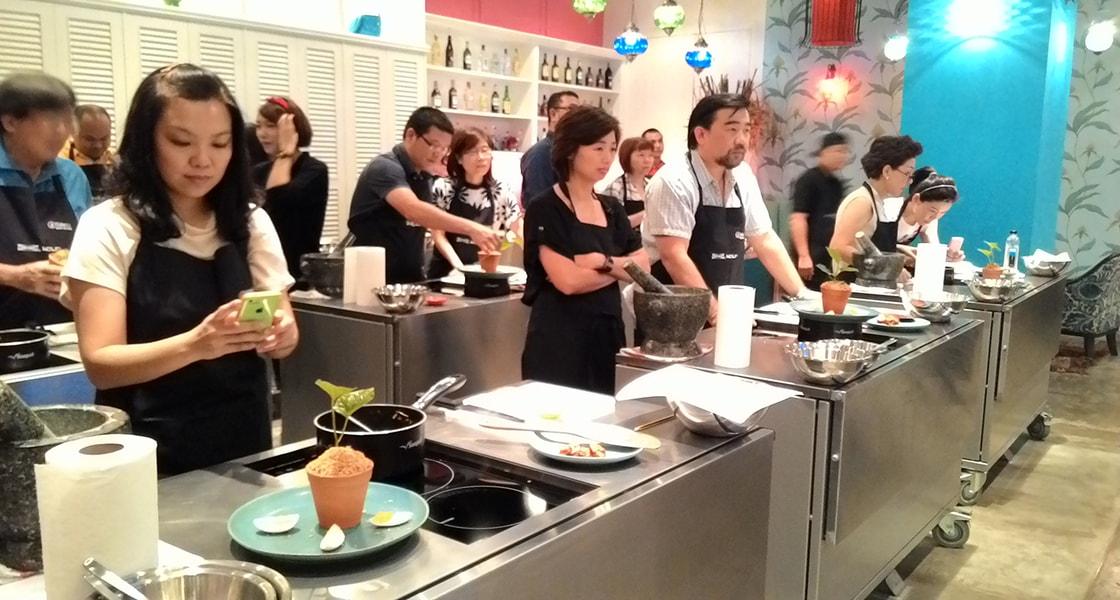 issaya_cooking_studi_ztAuu
